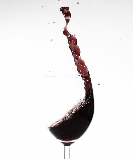 Rode saperavi wijn